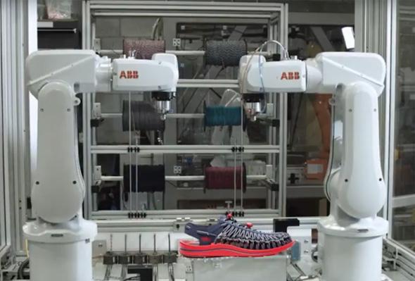ABB製のロボットアーム2台でオープンエアスニーカー「UNEEK」を製造する「世界最小級」(同社)のシューズ工場が原宿に期間限定で登場する