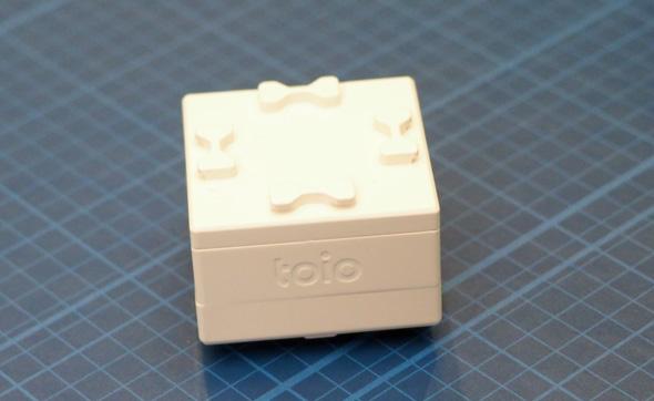 絶対位置センサーと高性能モーターを内蔵したロボット「toioコア キューブ」