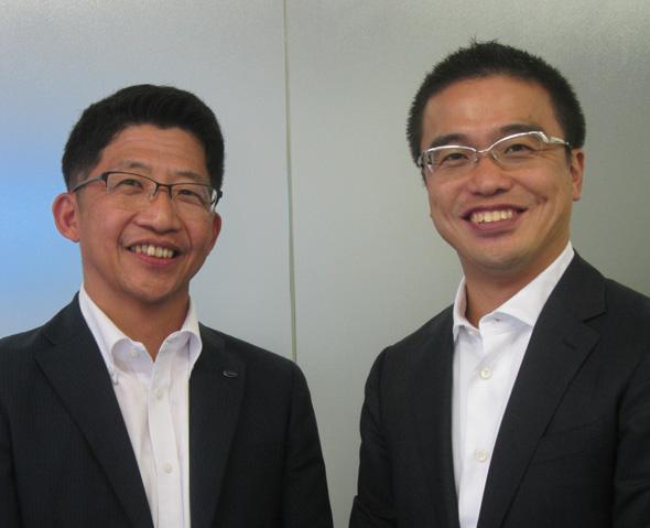 コンテック 執行役員 グローバル営業本部 本部長 西山和良氏(左)と筆者
