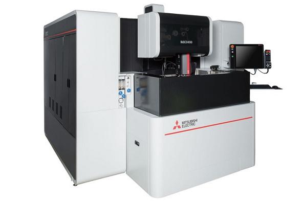 油加工液仕様中形ワイヤ放電加工機「MX2400」 出典:三菱電機