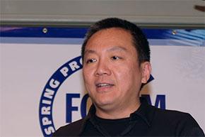 Photo01:2005年のSpring Processor ForumでFeroceonを発表するSehat Sutardja氏