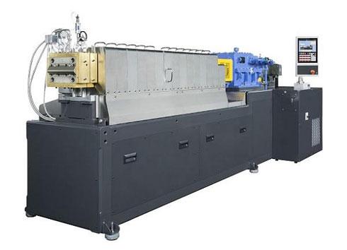 ハイスペック小型二軸混練押出機「TEX34αIII」 出典:日本製鋼所