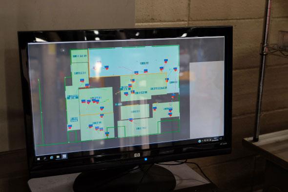 画面上の赤い四角が組み立てられたミニバックホー