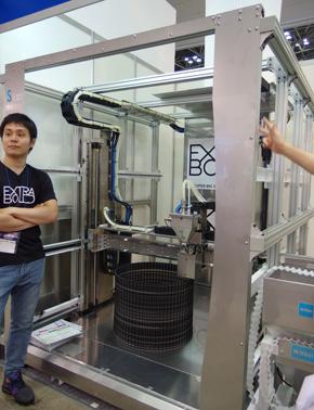 EXTRABOLDがDMS2018で初披露した超大型3Dプリンタの試作初号機