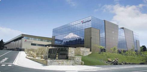 先進モデル構築に着手するアマダ富士宮工場 出典:日立製作所