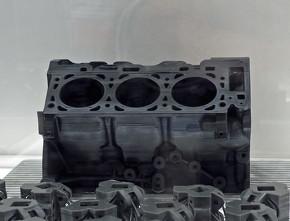 MfgPro700/1600xPFによる造形サンプル。エンジンブロックをわずか30分で造形したという