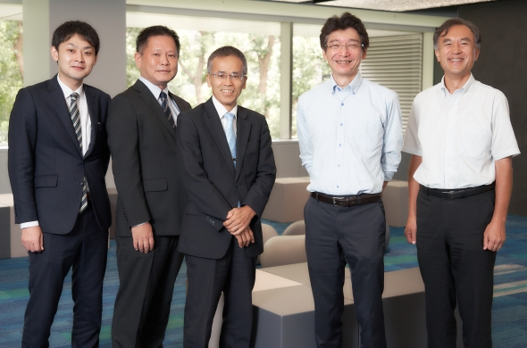 左から、アドバンスソフトの鈴木照久氏、板橋元嗣氏、松原聖氏、NECの安田昌生氏、岩田直樹氏