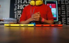 Nokia Lumia 920と820の側面
