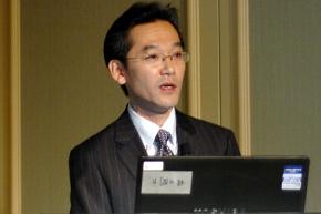 LIXILの経理財務部 システムグループ グループリーダー 西原寛人氏。2012年10月31日に日本オラクルのイベントで講演した