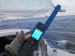 「飛行機からインターネット」を支える「衛星データ通信」入門:衛星電話も「小さく」「安く」なった