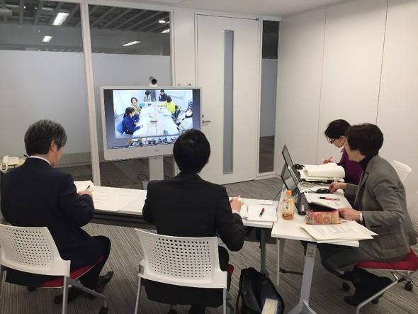 定期開催している保健所とのテレビ会議の様子(福祉保健課)