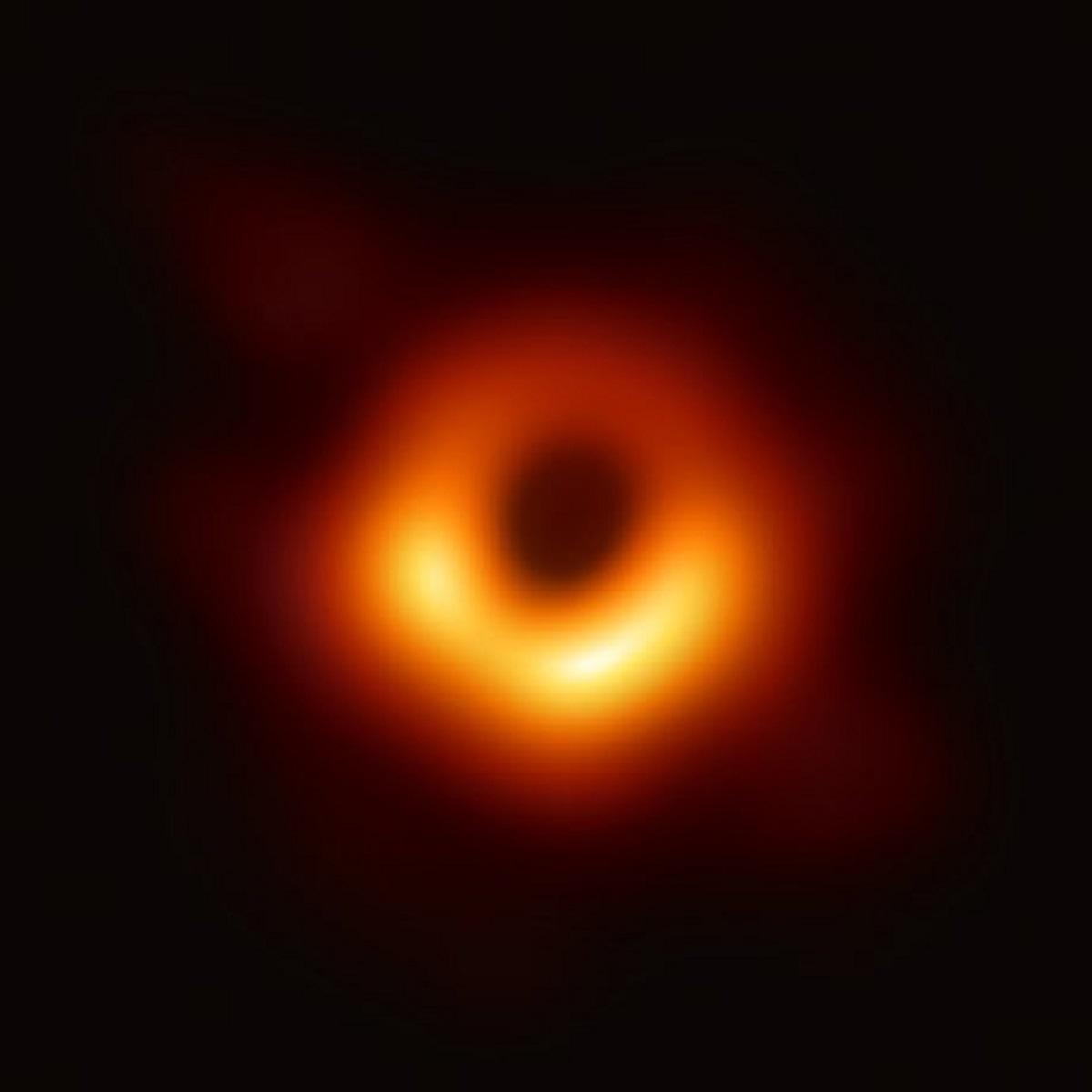 ブラックホール初撮影データの保存先に「クラウド」が選ばれなかった理由